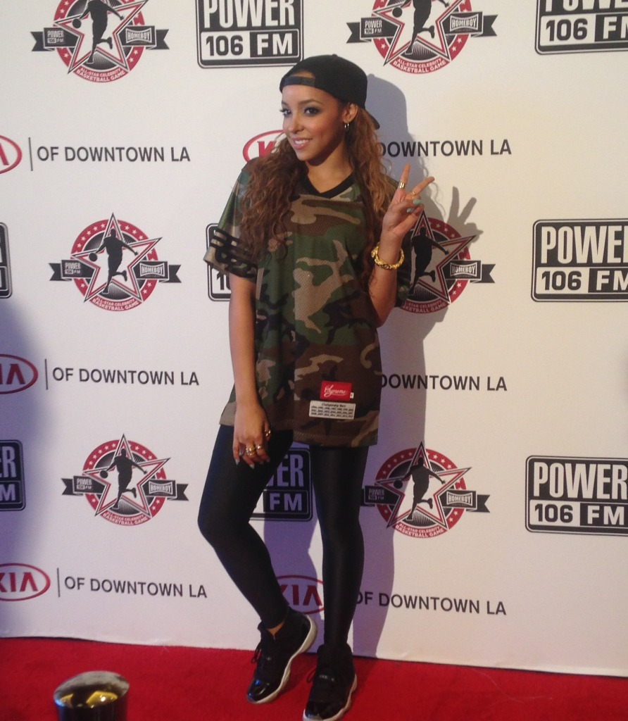 Tinashe puttin those 2's up at the Power 106 All Stars Celebrity Basketball Game