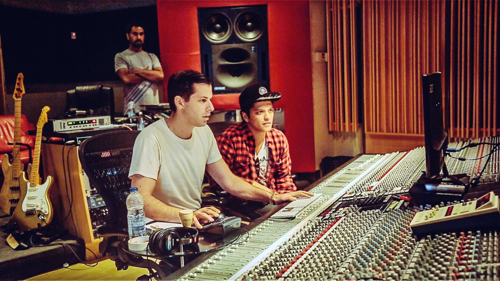 MARK RONSON & BRUNO MARS